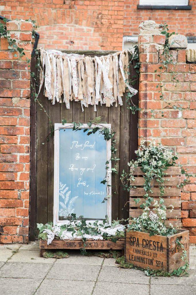 Rustic barn wedding -Lindsey Arber Photography