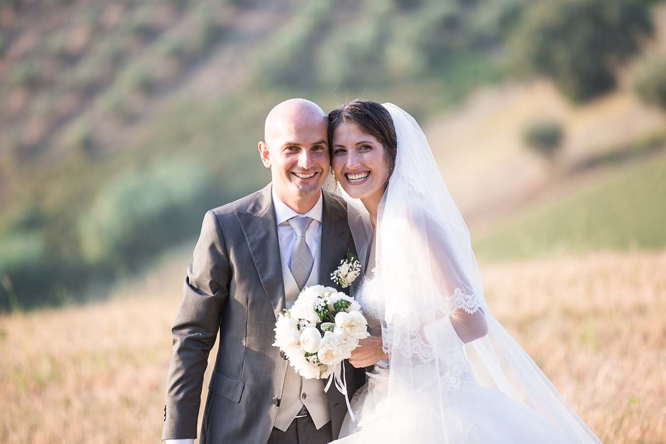 An alfresco Italian wedding in Abruzzo, with outdoor wedding breakfast around a spakrling swimming pool was the perfect setting for Laura and Luca's day.