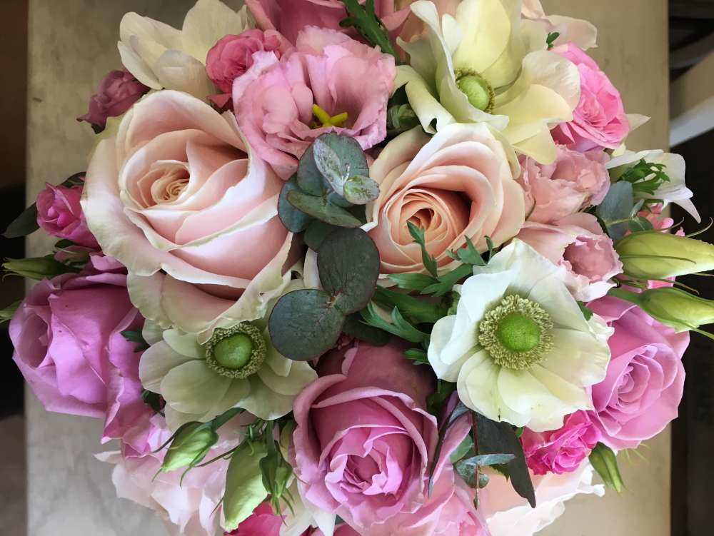 Wedding flowers by Flowers by Philippa in Leicesteshire