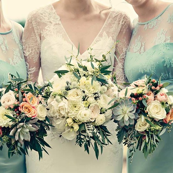 Real Wedding, Prestwold Hall, Bride, Dottie Photography, Bouquet