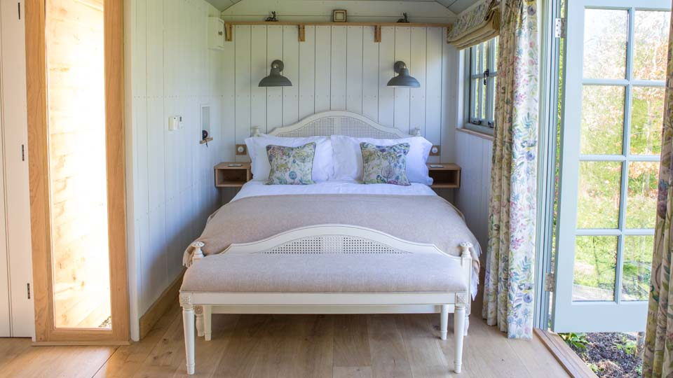 Luxury Shepherd Huts, Carriage Hall Plumtree Nottingham,