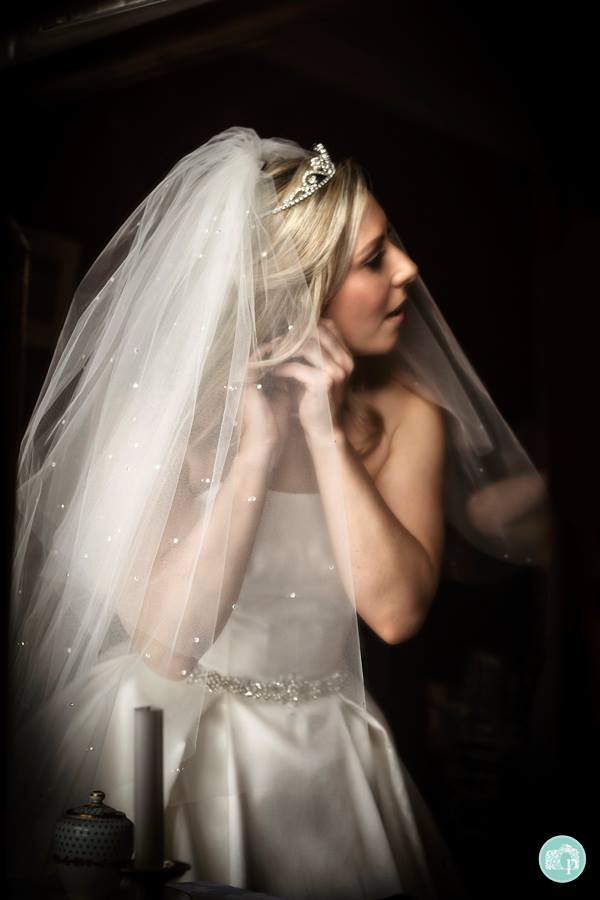 Bride getting ready for her wedding - Oehlers Photography | Nottingham Wedding Photographer